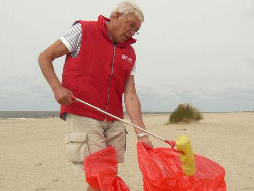 2013 - Op 1 september deden we mee met de landelijke strandactie. Het opruimen van, vooral plastic, afval...