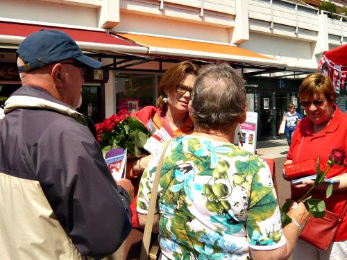 2014 - Op 17 mei assisteerde Marit Maij, PvdA 2de Kamerlid, ons bij de campagne voor de Europese verkiezingen die op 22 mei worden gehouden.