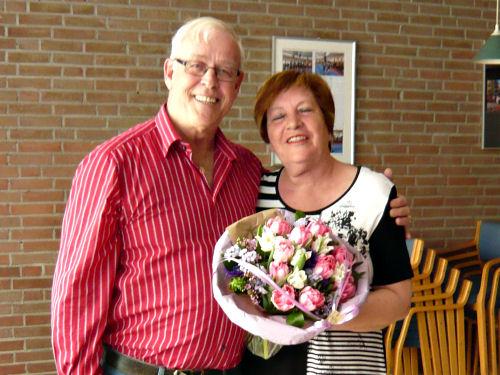 Voorzitter Paul en Anneke die een welverdiend boeket bloemen kreeg...