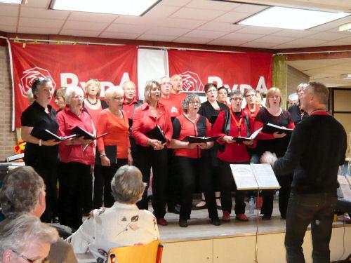 Het koor Melange Rood