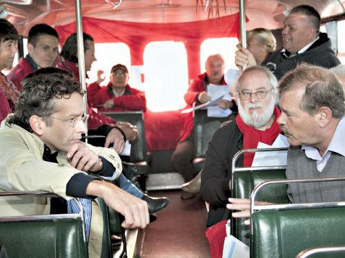 Serieuze gesprekken in de bus