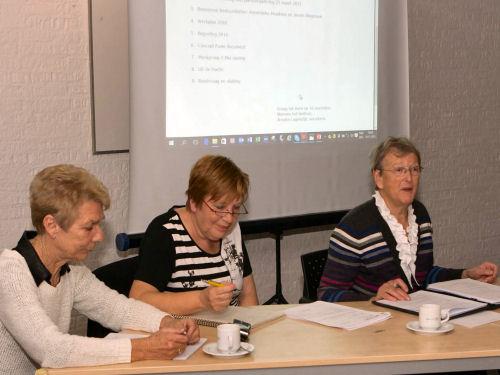 Het bestuur - voorzitter Hanneke, secretaris Anneke en webmaster Truus. Rob ontbreekt op deze foto omdat hij moest werken.