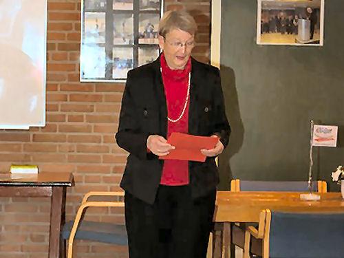 Hanneke bezig met haar speech...