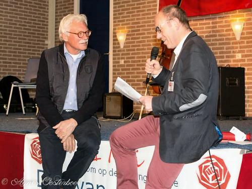 Jubilaris Corstiaan Kleijwegt krijgt de speld voor 50 jaar lidmaatschap...